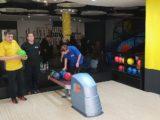 We Włocławku nastolatkowie spotkali się z seniorami… by zagrać w kręgle