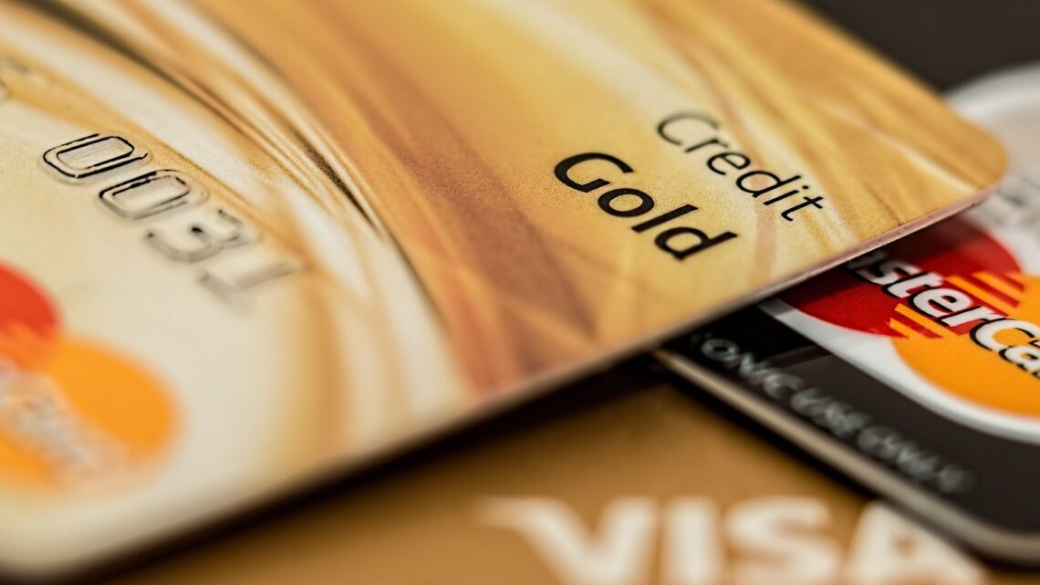Karta kredytowa – jak działa i czy warto ją posiadać?
