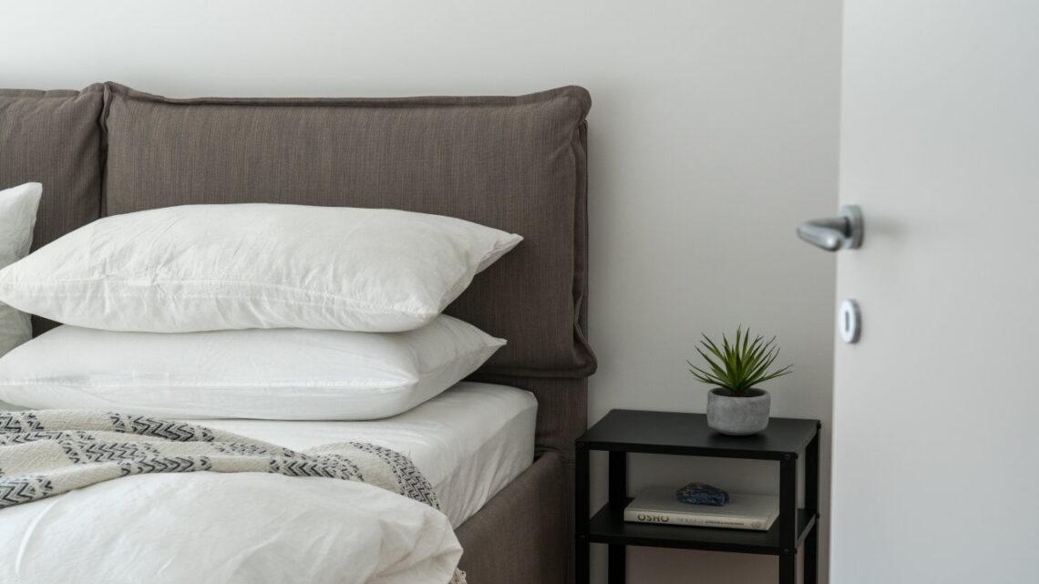 Jak dobrać łóżko do ceglanej ściany?