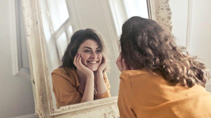 Chcesz mieć piękny uśmiech?  Sprawdź, co możesz zrobić w domu