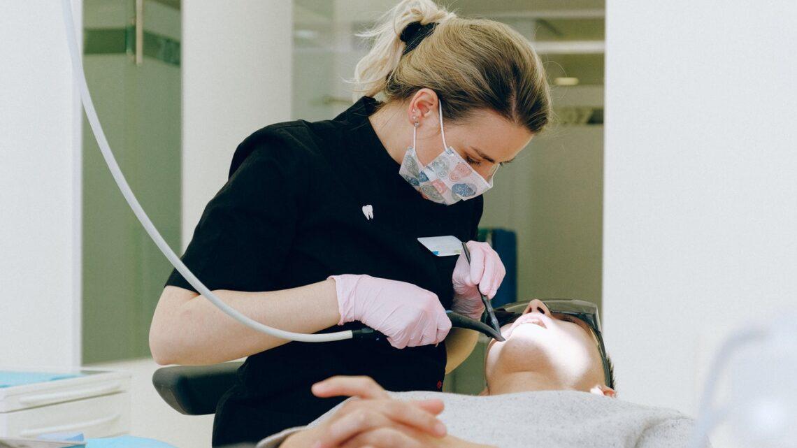 Trudne leczenie stomatologiczne. Jak sobie z nim poradzić?